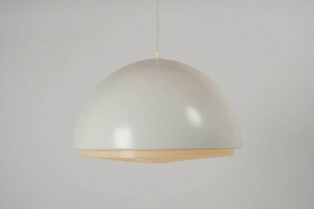 Deckenleuchte Metall Halbkugel, Kunststofflamellen, weiss