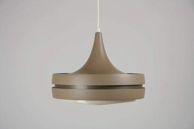 Deckenleuchte Metall, Kunststofflamellen, braun