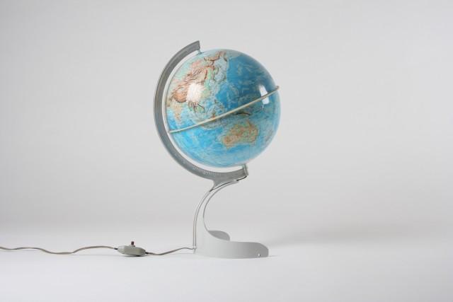 Globusleuchte Erde, ovaler Sockel