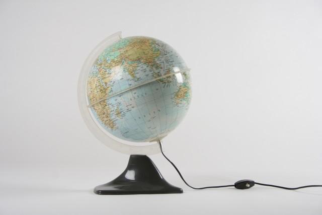 Globusleuchte Erde, Haifischflossen Sockel